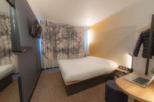 A bed or beds in a room at B&B Hotel LE HAVRE Centre Gare