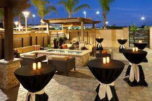 A restaurant or other place to eat at Courtyard by Marriott San Diego Oceanside