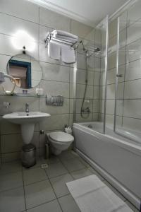 حمام في فندق سافران