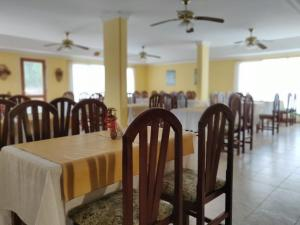 Un restaurant u otro lugar para comer en Hotel Castilla