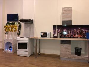 Кухня или мини-кухня в Central House Hostel