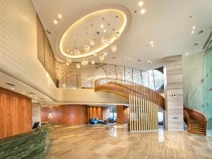 The lobby or reception area at DoubleTree by Hilton Ahmedabad