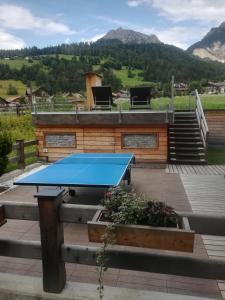 Attrezzature per ping pong presso Mountainlodge Luxalpine o nelle vicinanze