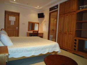A bed or beds in a room at Brahmi Hotel