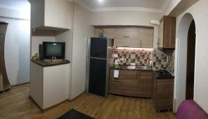 Кухня или мини-кухня в Apartment on Sundukiani Street Lane