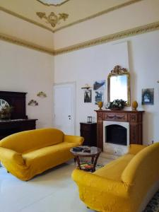 A seating area at Hotel Casa Mia