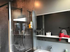 A bathroom at Boutique Hotel Leuvenatel