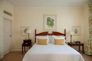 A bed or beds in a room at Copacabana Palace, A Belmond Hotel, Rio de Janeiro