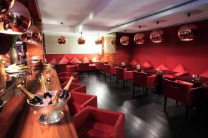 Ein Restaurant oder anderes Speiselokal in der Unterkunft Starhotels Ritz