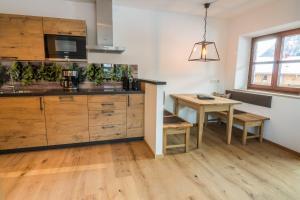 A kitchen or kitchenette at AusZeit