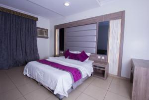 Cama ou camas em um quarto em Almakan Hotel 107