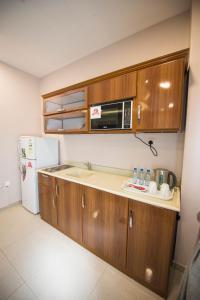 A cozinha ou cozinha compacta de Al Nakhla Aparthotel