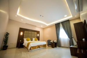 Cama ou camas em um quarto em Al Nakhla Aparthotel
