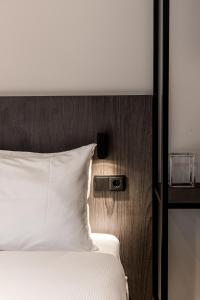 A bed or beds in a room at Sandton Eindhoven Centre