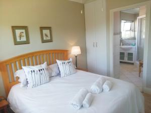 A bed or beds in a room at Maroela House Guest Accommodation