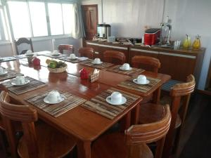 A restaurant or other place to eat at Barco-Pousada Amazônia Fishing I