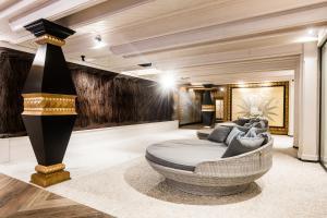 The lobby or reception area at Mercure Kasprowy Zakopane