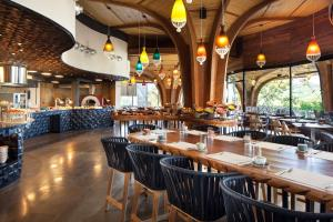 A restaurant or other place to eat at W Costa Rica Resort – Playa Conchal