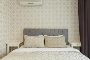 A bed or beds in a room at Glory Residence Taksim