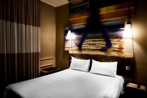 A bed or beds in a room at Ibis Milano Centro