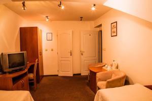 Televízia a/alebo spoločenská miestnosť v ubytovaní Penzión Pod Hradom