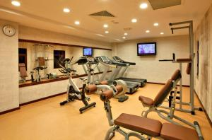 The fitness center and/or fitness facilities at Shah Palace Hotel