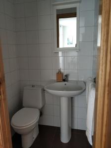 A bathroom at PRECIOSA CASA DE 4 HABITACIONES EN PLENO CORAZÓN DEL CAMINO DE SANTIAGO!