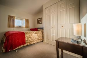 A bed or beds in a room at Sun & Ski Inn and Suites