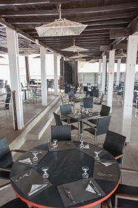 Een restaurant of ander eetgelegenheid bij Le Saly Hotel & Hotel Club Filaos