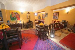 A restaurant or other place to eat at Riad Dar Rita
