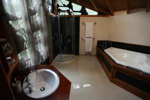 A bathroom at The Lodges