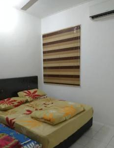 A bed or beds in a room at Cozy private room with free Scooter auto motor for use