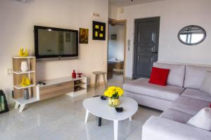 A seating area at Holy Paraskevi Apartment