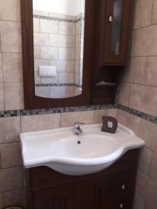 A bathroom at L'ULIVETO
