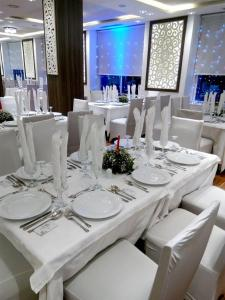 A restaurant or other place to eat at Hotel Rym El Djamil