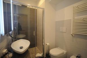 A bathroom at My Suites Piazza di Spagna