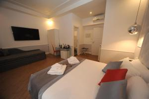 A bed or beds in a room at My Suites Piazza di Spagna