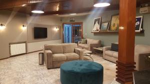 The lobby or reception area at San Bernardo Park Hotel