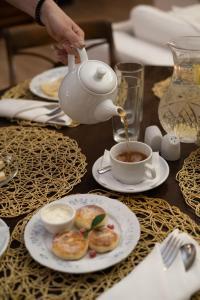 Завтрак для гостей Бутик Отель Дубровский