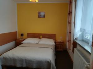 Łóżko lub łóżka w pokoju w obiekcie Willa Hamernik