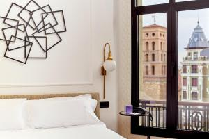 A bed or beds in a room at Hotel Sercotel Alfonso V