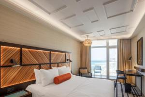 A bed or beds in a room at Renaissance Tel Aviv Hotel