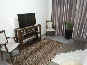 A television and/or entertainment center at Residência Cidade Verde 2