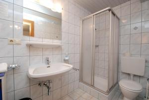 A bathroom at Alte Schmiede