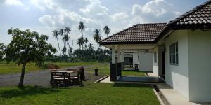 A garden outside BANAT Homestay & Roomstay Arau