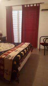 Una cama o camas en una habitación de Casa con Piscina