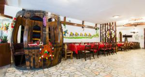 A restaurant or other place to eat at Grand Hotel Murgavets