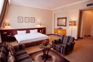 A bed or beds in a room at Opera Hotel - The Leading Hotels of the World