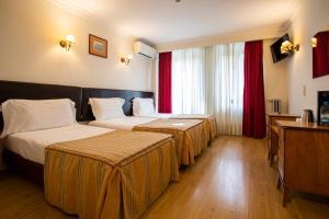 Cama o camas de una habitación en Grande Hotel de Paris