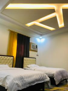 Cama ou camas em um quarto em حور للشقق المفروشة